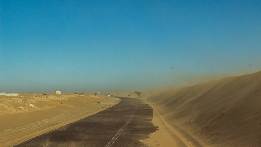 sand storm starting in the sahara