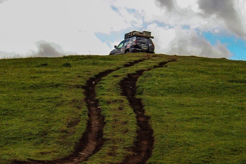 drive up to mount kazbegi