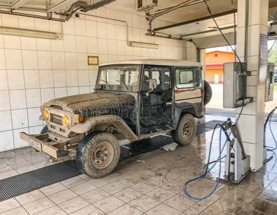 cleaning FJ40 after mud driving