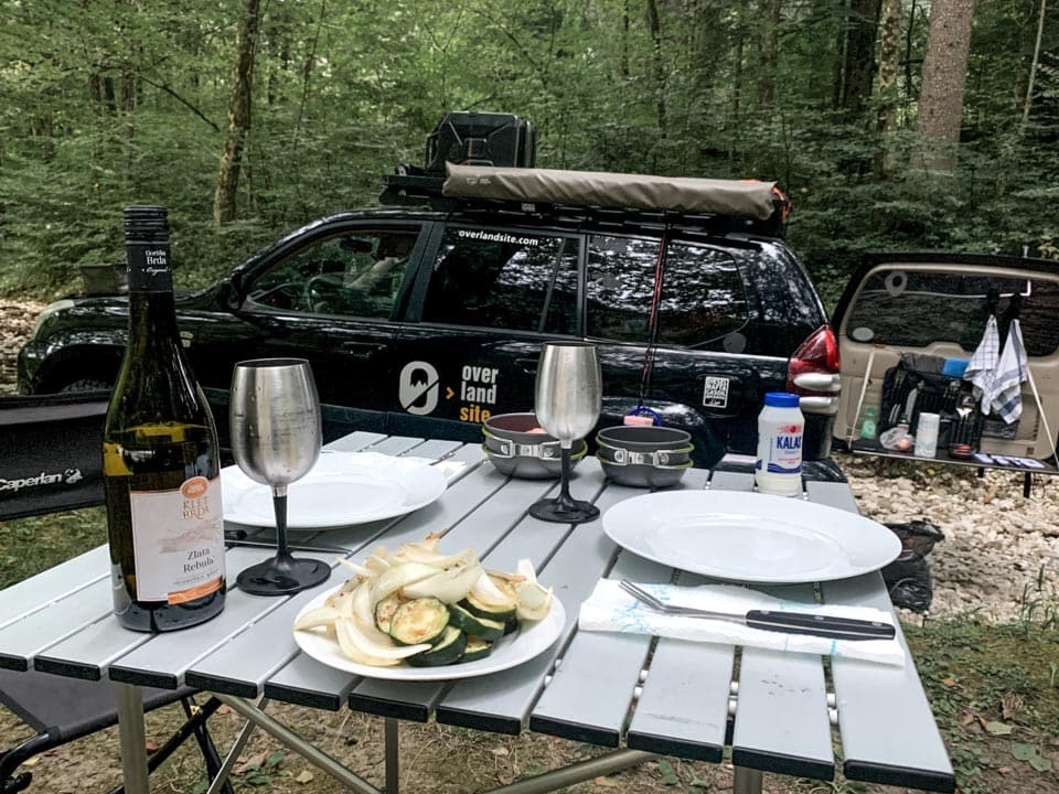 how to keep drinks and food cold while camping